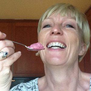 Kristin Daly, hjemmelaget is, fløte og bær