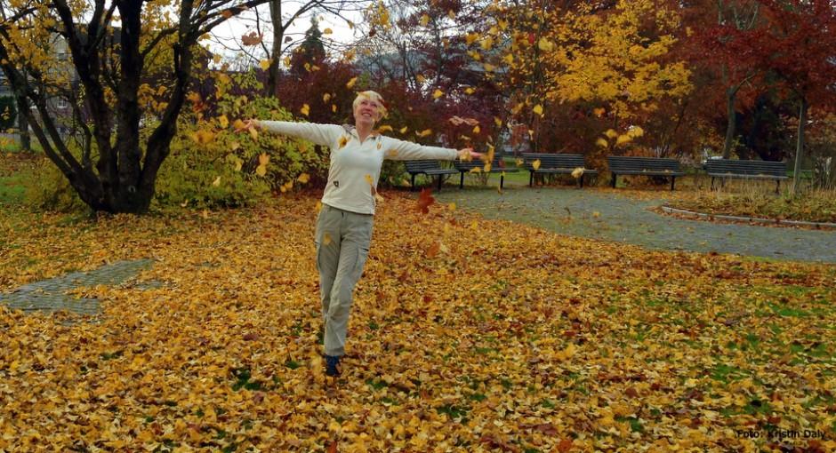 smilerynker, leke i høstblader