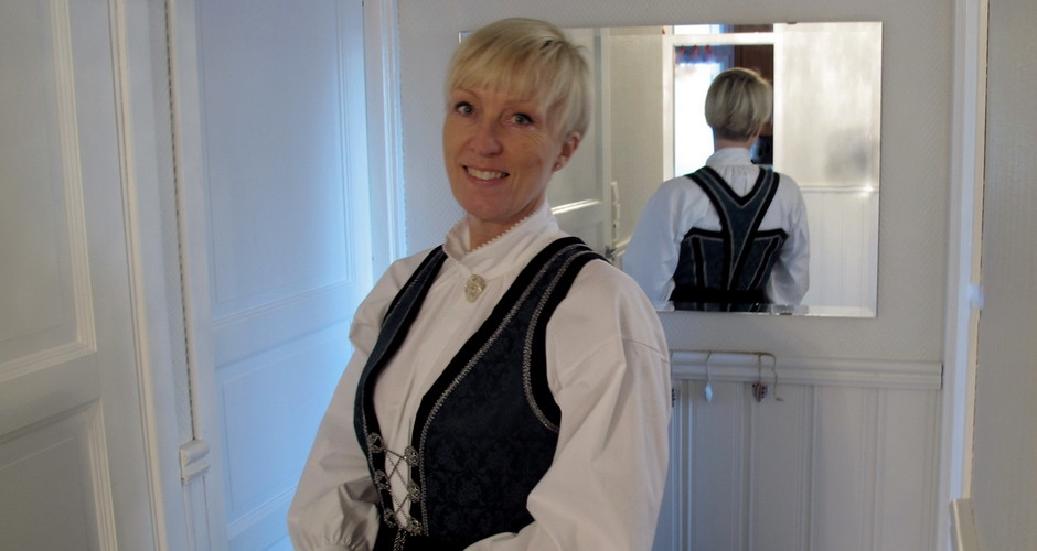 Vest-Telemark bunad, Kristin Daly, Astrid Lien