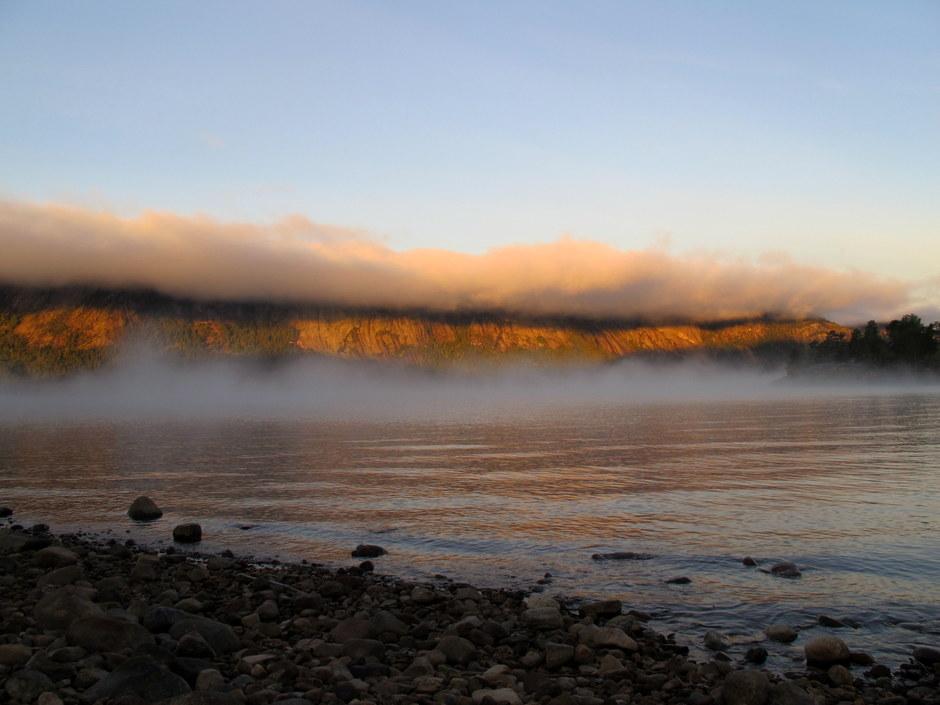 Morgentåke over fjella i Treungen