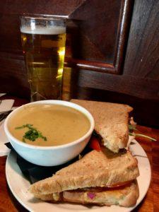Suppe og sandwich på O'Neills, Dublin, smilerynker.no, Kristin Daly