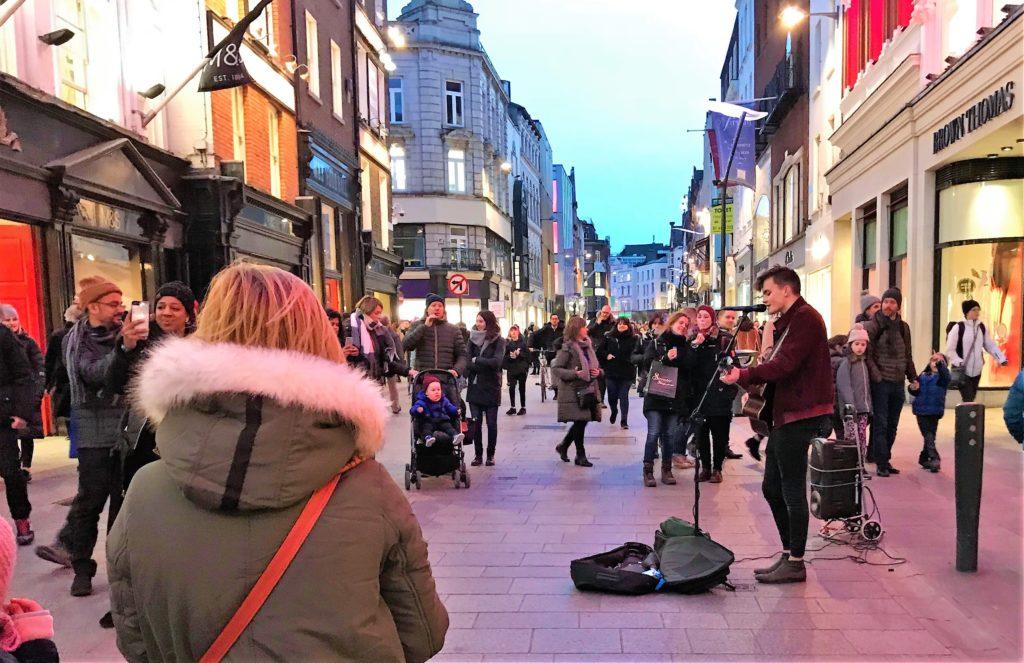 Musikant i Grafton Street, langhelg i Dublin